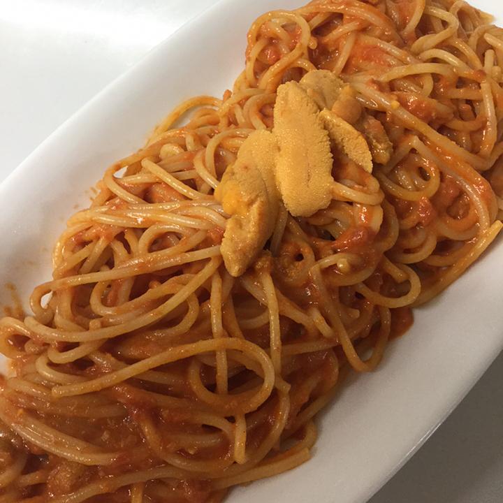 北海道産ウニのスパゲッティ 写真はトマトクリームですが塩も出来ます  ホタルイカと甘長とうがらしのフリット ホタルイカの肝の旨味と甘長とうがらしの程よい甘みが相性バツグンです️ 黒板メニューでお出しします。 ぜひおためしを🏻