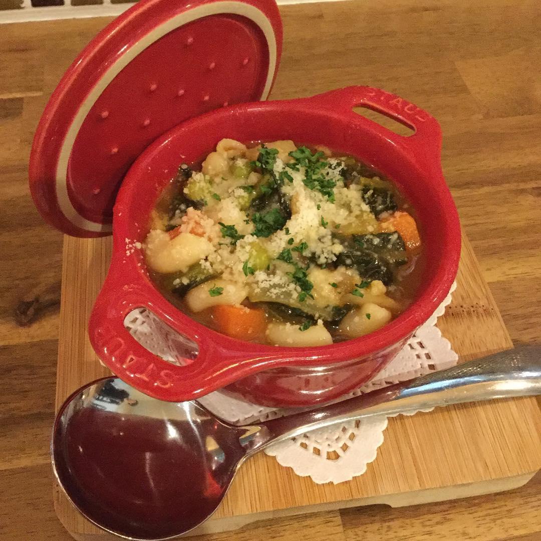 Buona sera お昼は暖かくなってきましたが、夜はまだまだ寒いですね 野菜たっぷりのミネストローネできました温まりますよ🏻 今週もよろしくお願い致します️