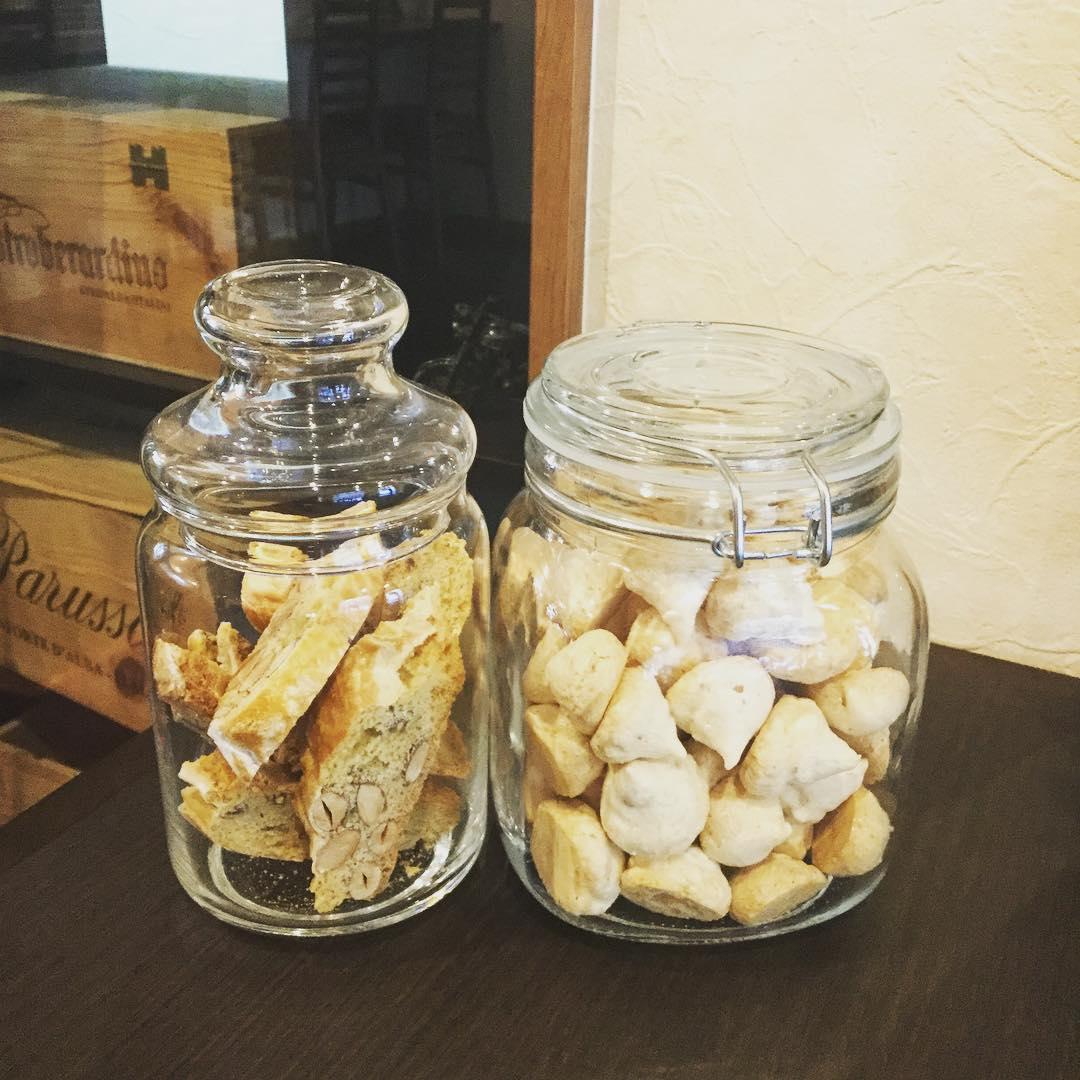 手作り焼き菓子左:カントゥッチ右:ブルティ・マ・ブオーニ🍽