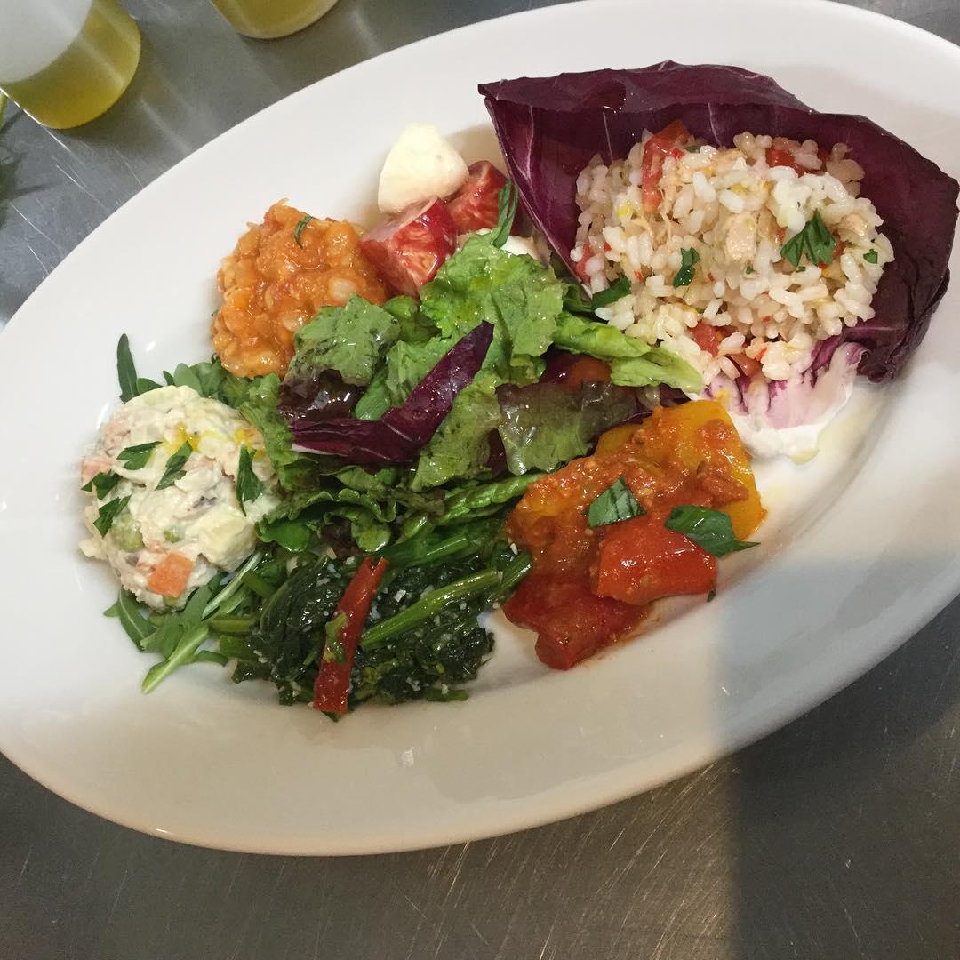 前菜の盛り合わせ さらにイタリアらしく、美味しくなりました️ パラヴィーノにきたらまずはコレ🍽 オススメです