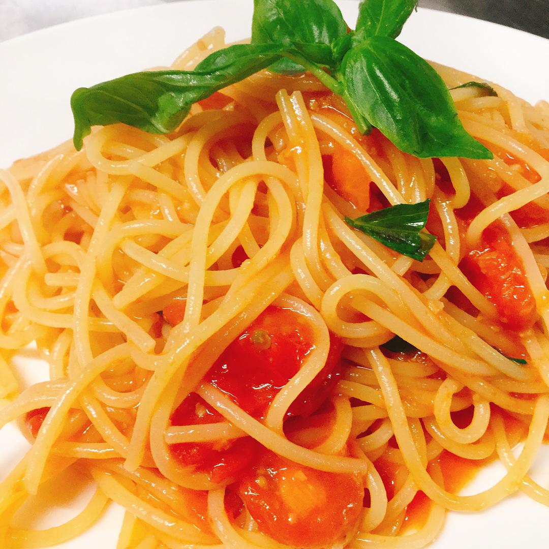 チェリートマトのスパゲッティ 写真でもわかるおいしーいミニトマトを使ったパスタ おすすめです️