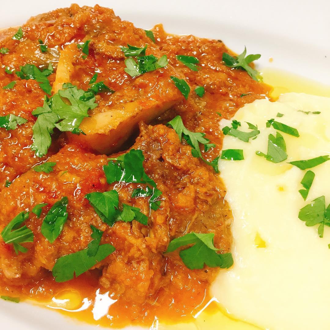 仔牛スネ肉のミラノ風煮込み「オッソブーコ」 今回は濃厚なマッシュポテトを添えてみました。 試食しましたが、抜群に美味しいです️オススメですー