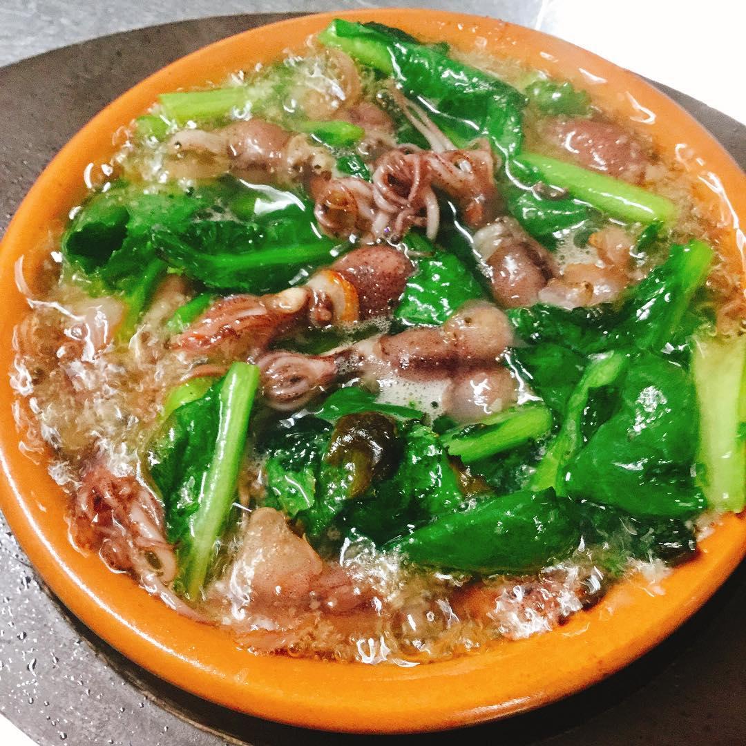ホタルイカとかき菜のアヒージョ バゲット🥖の上に乗せて食べても美味です