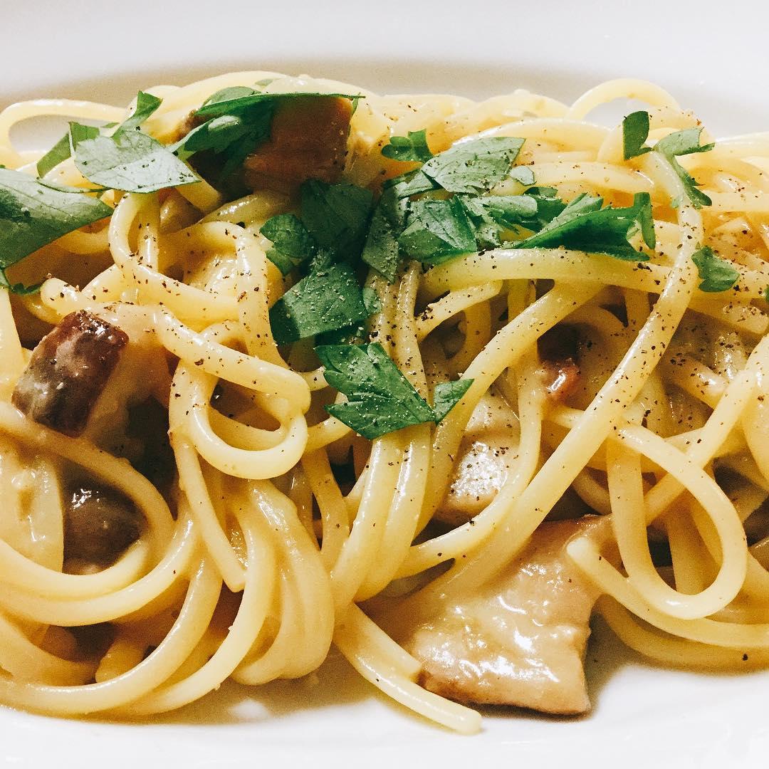 ポルチーニのリングイネ バターとチーズで仕上げたらトリュフのオイルで香りをプラス  リゾットも出来ます オススメでーす️