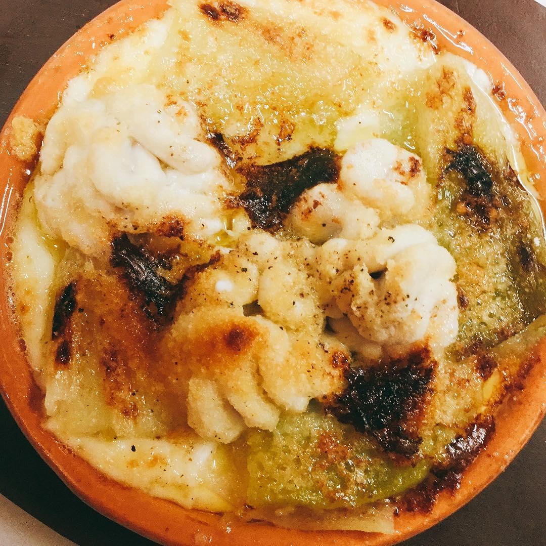鱈の白子と下仁田ネギのグラタンです 自家製のホワイトソースに鮮度抜群の白子、焼いてからトロトロになるまで煮込んだ下仁田ネギ、たっぷりのイタリアチーズ。 間違いなしです️ #12/27木曜日まで