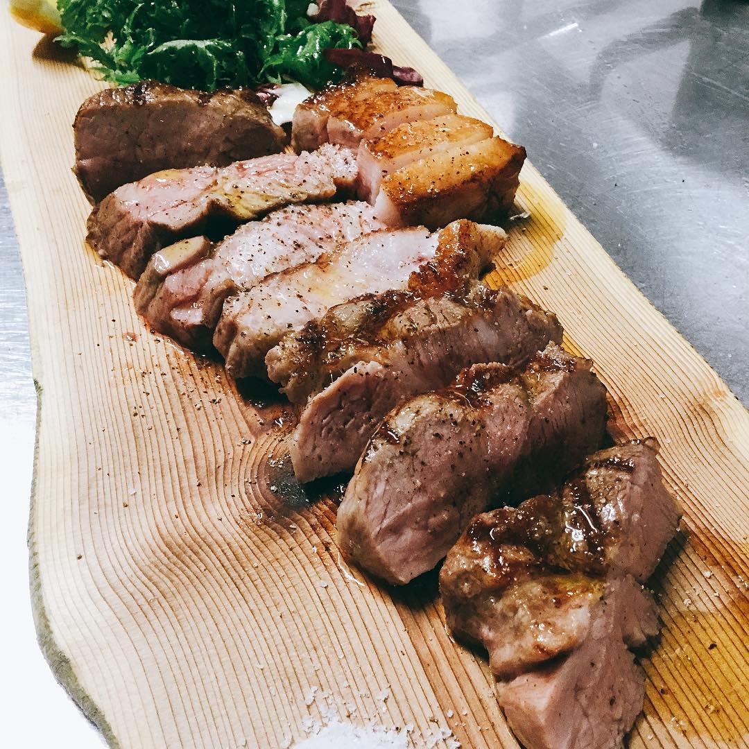 沖縄県産アグー豚のグリル️ 肉質は柔らかく、融点が低く甘みのある脂も美味しい豚肉です。  お試しください