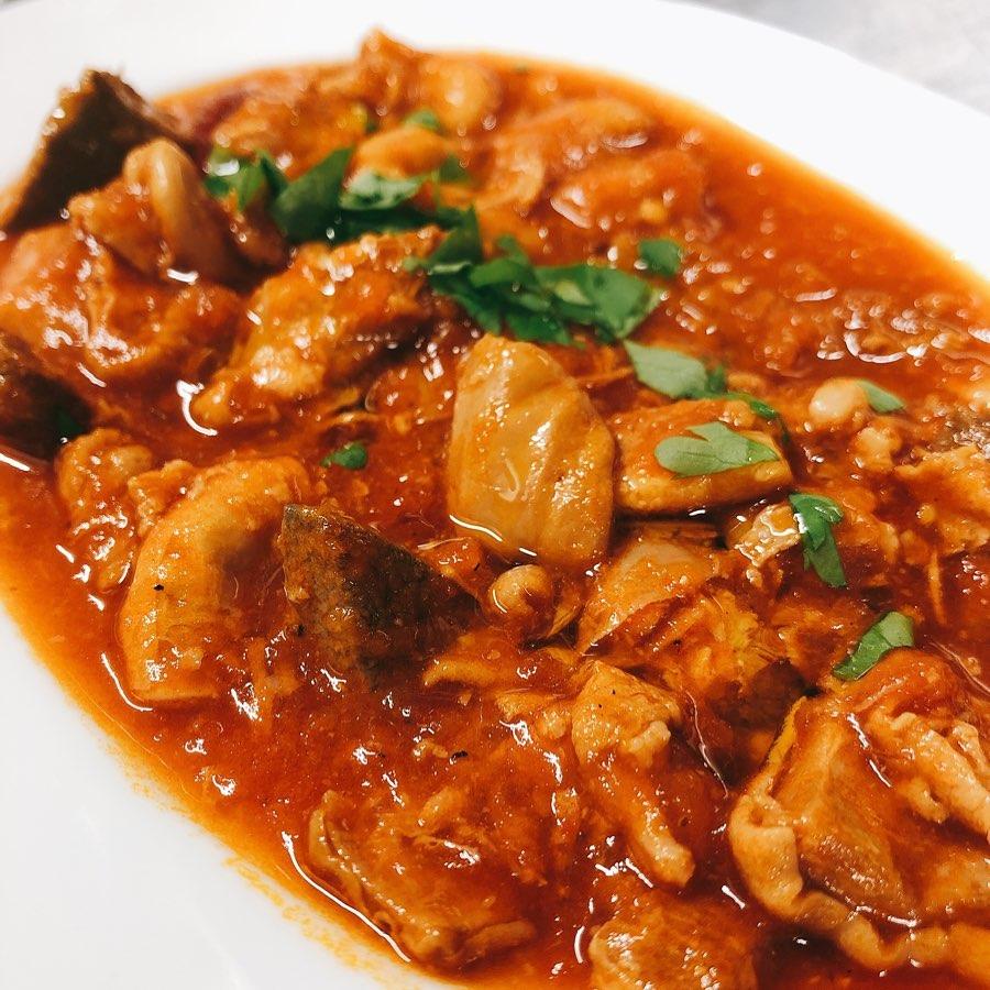 ズッパフォルテ ナポリ風豚モツのピリ辛トマト煮込みです️ じっくりトロトロになるまで煮込んだオススメの前菜です  来週の水・木・金・土は貸切、満席となってます。 よろしくお願い致します🏻 #豚モツ  #レバー  #コブクロ  #ハツ  #忘年会プラン 平日まだ空いてます #イタリアンおせち 21日まで