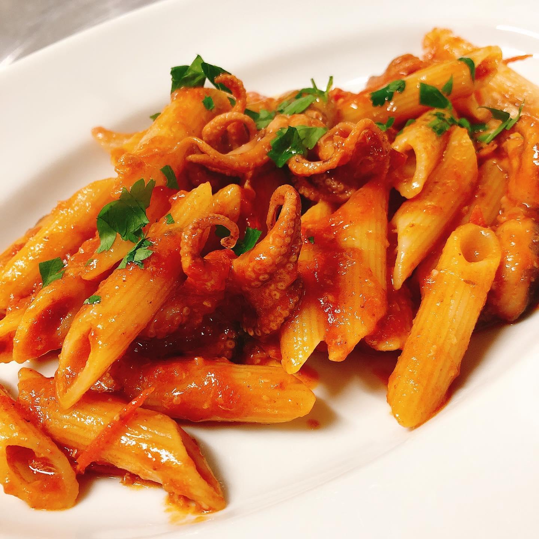 イイダコのアラビアータ🌶 トマトでじっくり煮込んだイイダコそのまま前菜でも良し、ちょっと辛くしてペンネと和えても良し 本日は風も強く肌寒いですが、ご来店、テイクアウトのお電話お待ちしてます #肉の盛り合わせ  #群馬  #イタリア料理