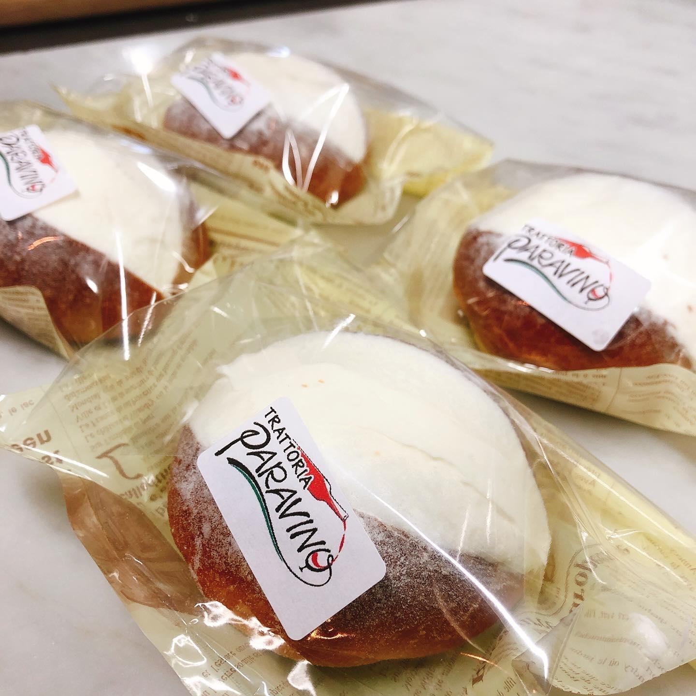 マリトッツォ 食べやすいように小さいサイズになりました️ パン生地の方も更に美味しくなってますご予約お待ちしてます🏻 明日は日曜日ですが貸切営業やってますので、テイクアウトのみ対応可能ですお電話下さい️ よろしくお願い致します  #パニーノ  #ティジェッラ  #18:00-20:00くらいまででしたらスムーズにお渡しできます
