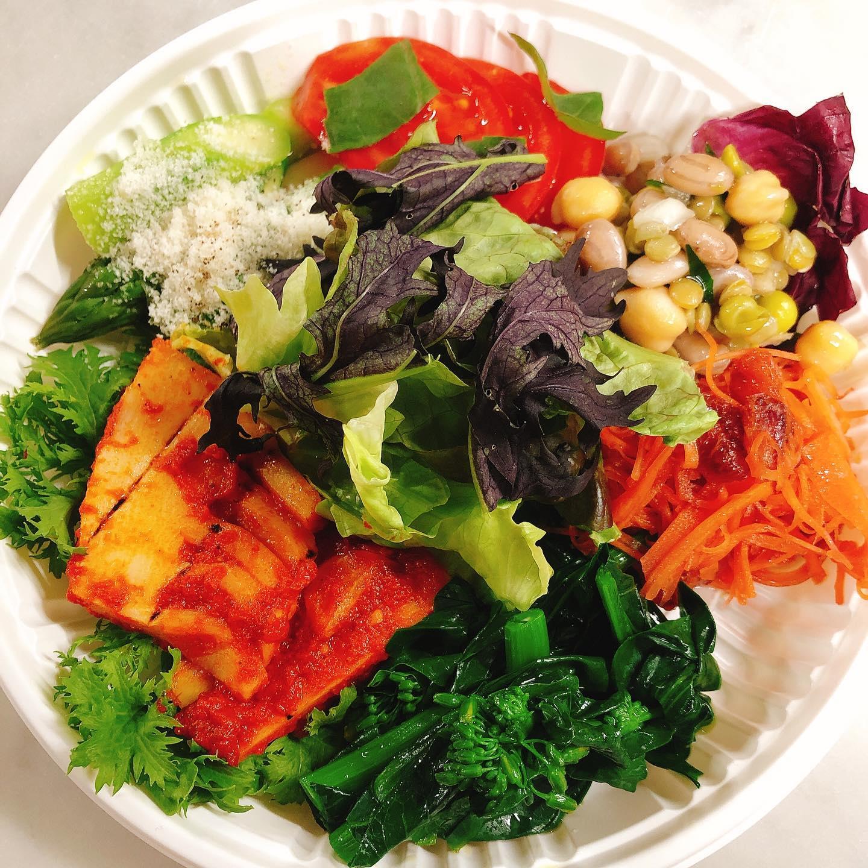 野菜が不足しがちな方にオススメ️ 旬の野菜のイタリアンオードブル¥1080(税込) 地元の旬の野菜を使った6種類の盛り合わせです。野菜を食べたいけど処理が大変だったり余ってしまったり…。手軽に楽しんでもらえるようにお手頃価格でご用意しました夕飯のおつまみにも、お弁当に入れても♂️ 化学調味料や添加物は使ってませんのでお子様にも安心して食べさせてあげられます   一例 #地元野菜  #お肉とお魚とパスタも入った豪華版オードブルもあります ¥5400(税込) #群馬  #イタリア料理