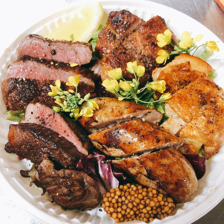 肉の盛り合わせもテイクアウト出来ます 本日のお肉は… 上州和牛ランプ、足利マール牛ランプ、サルシッチャ (イタリアンソーセージ)、赤城鶏モモ、瑞穂野もち豚肩ロースでした️ 許可がおりればお肉に合わせてチョイスしたイタリアワインも販売できますのでもうしばらくお待ち下さい  ディナーメニューも変わります。 こちらも出来次第、ストーリーの方でアップします🏻 よろしくお願い致します。  #おまかせイタリアンオードブル¥5000 #肉の盛り合わせ  #群馬  #イタリア料理