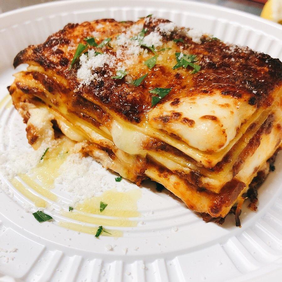 テイクアウト沢山のご注文ありがとうございます 暑くなってきましたのでテイクアウトのお料理はお早めにお召し上がりください️ 最近良いお天気ですが長時間の外出は控え、美味しいお料理を食べて乗り切りましょう️ GWは日曜日以外は営業してますのでよろしくお願い致します🏻 #ラザニア  #おまかせ肉盛り  #群馬  #イタリア料理