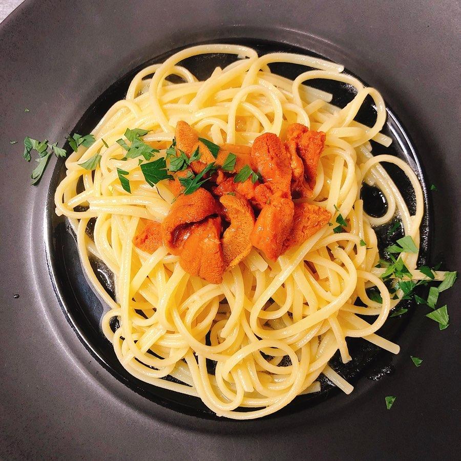 今年もウニのパスタ始まってます️  新鮮な北海道のウニとシチリアの美味しいオリーブオイル使ってます。  よく混ぜて召し上がれ  #肉の盛り合わせ  #群馬  #イタリア料理
