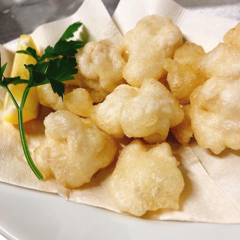 北海道産の真鱈白子のフリット️ サクッと軽い衣ととろける白子がたまりません  -お知らせ- 群馬のテイクアウトアプリ「宅飯」さんにパラヴィーノも入りました。 宅飯アプリからテイクアウトの注文が可能です。 本日より🏻♂️ よろしくお願い致します🏻  #フリット  #宅飯   #肉の盛り合わせ  #手打ちパスタ  #イタリア料理  パラヴィーノワインアカウント @paravino.vino