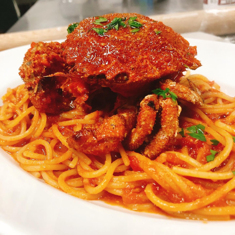 本日お休みです🏻  写真はクリガニのトマトソース🦀 よろしくお願い致します  #クリガニ  #宅飯   #カウンター席 あります 美味しいグラスワインあります #肉の盛り合わせ  #手打ちパスタ  #イタリア料理  パラヴィーノワインアカウント @paravino.vino