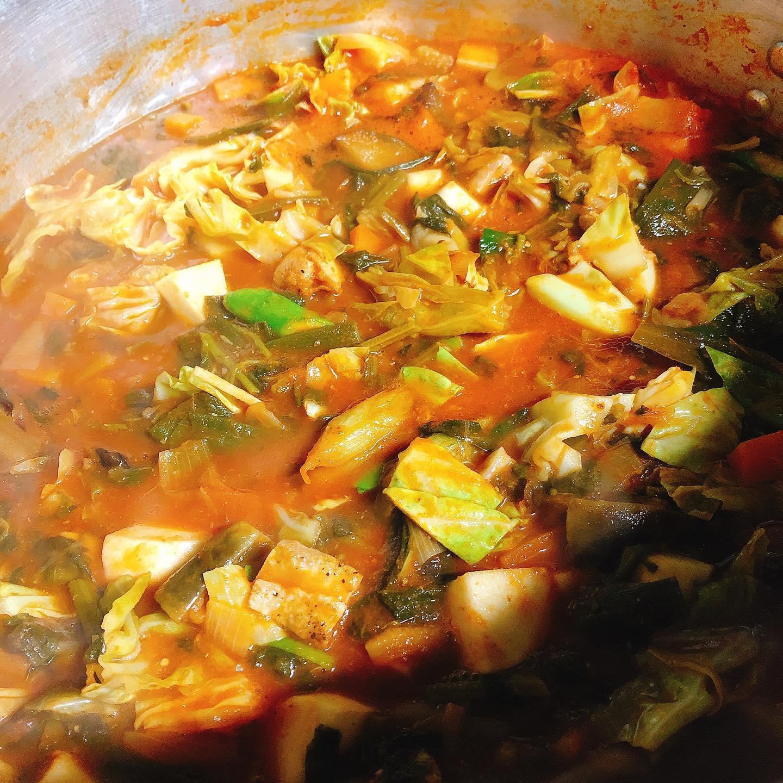 本日10:30〜15:00 OTA CITY MARKETです  パラヴィーノのブースは太田駅南口の入り口近くになってます。 地元野菜と赤城鶏のトマト煮込みとイタリアワインを提供いたします。  煮込み料理は丁寧に作られた野菜の美味しさが主役! 見た目は素朴ですが、優しく地味深い味わいになってます  イタリアワインはうちのスタンダードを軸に、ナチュラルも数本持っていきます ワインはこちら@paravino.vino  初出店でドキドキしていますが、楽しみながら販売できたら良いなと思います。 是非お声掛けください️  また、お店の方も通常営業していますのでご来店もお待ちしてます🏻  よろしくお願い致します!  #産直倶楽部   #カウンター席 あります 美味しいグラスワインあります #肉の盛り合わせ  手打ちパスタ ピッツァ #イタリア料理  パラヴィーノワインアカウント @paravino.vino パラヴィーノテイクアウトアカウント @paravino.takeout