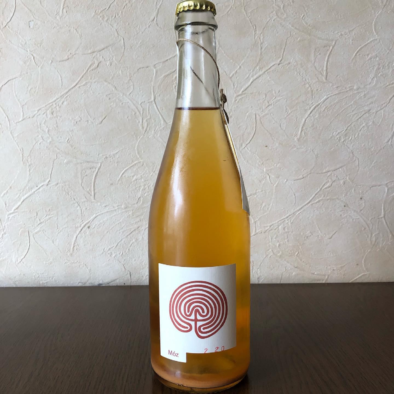 本日より通常営業になります️ ディナータイム 22:00L.O. 23:00CLOSEです。  久々の通常営業です ご来店お待ちしてます。  ぐるぐるワインもありますよー  #ぐるぐる  #カウンター席 あります 美味しいグラスワインあります #肉の盛り合わせ  手打ちパスタ ピッツァ #イタリア料理  パラヴィーノワインアカウント @paravino.vino パラヴィーノテイクアウトアカウント @paravino.takeout