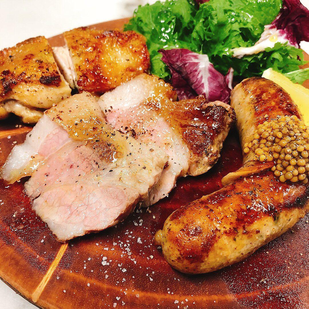 7月最終日️  今月中に美味しいワイン飲んでおいた方が良いかも知れません  来月はテイクアウト、デリバリー強化検討中です。 こんなのがあったら良いなといったご要望ありましたらご連絡下さい 参考にさせて頂きます  #肉の盛り合わせ  #赤城鶏  #もち豚  #カウンター席 あります 美味しいグラスワインあります #肉の盛り合わせ  手打ちパスタ ピッツァ #イタリア料理  パラヴィーノワインアカウント @paravino.vino パラヴィーノテイクアウトアカウント @paravino.takeout