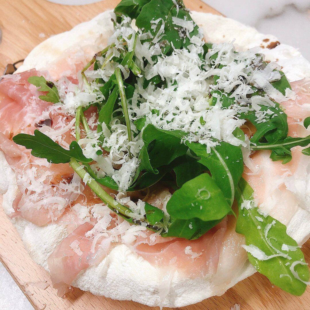 今週8/13(金)、14(土)、来週16(月)は11:30〜19:00(L.O.)の通し営業になります。  テイクアウトも変わらずやってます。 よろしくお願い致します🏻  #金曜日〜月曜日まで通し営業 #カウンター席 あります 美味しいグラスワインあります #肉の盛り合わせ  手打ちパスタ ピッツァ #イタリア料理  パラヴィーノワインアカウント @paravino.vino パラヴィーノテイクアウトアカウント @paravino.takeout